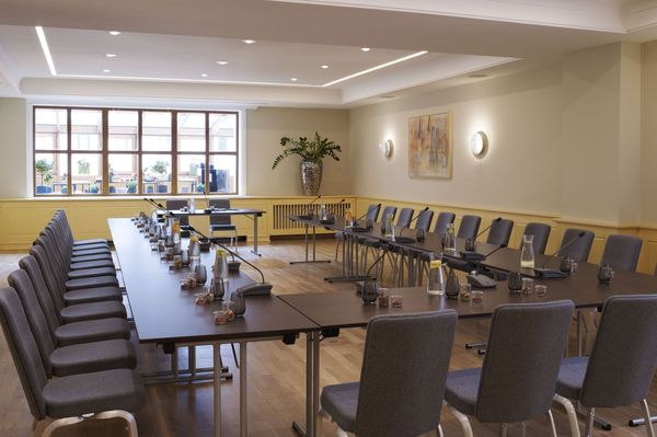 "The ""Weiß-Ferdl room"", equipped with a light parquet floor, offers a perfect atmosphere for conferences"